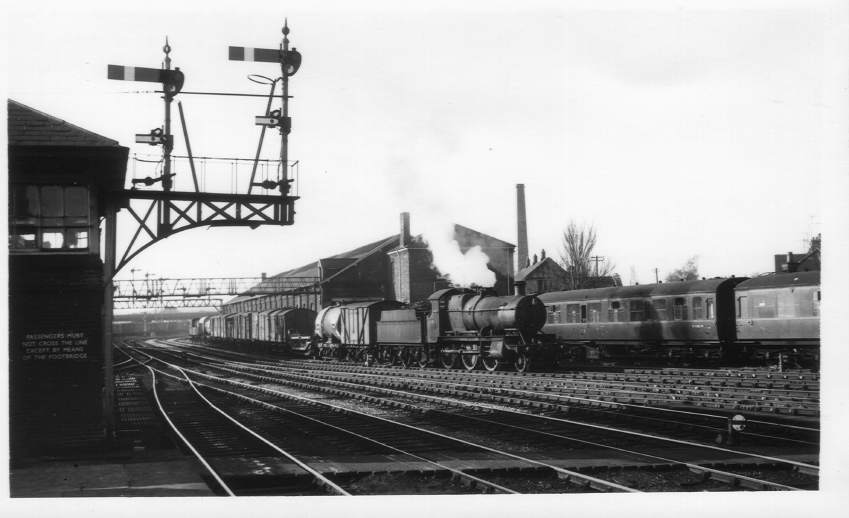 7319 arriving Hereford Station 1964